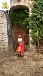 Wurzelstockentfernung, Wurzelstockfräsen bei einem engen Tor